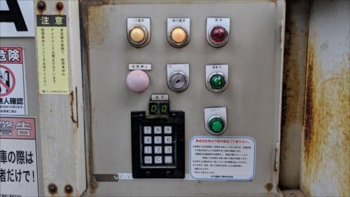 機械式駐車場の操作盤